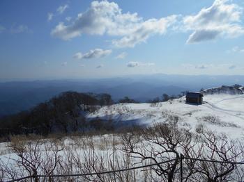 s_(6)_DSCN0708_山頂付近にある避難小屋.jpg