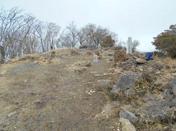 s_5-DSCN0729-北側からの山頂の様子.jpg