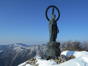 s_DSCN0794_釈迦ヶ岳-山頂に立つ釈迦銅像.JPG