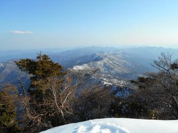 s_DSCN0799_釈迦ヶ岳-頂上より南方に続く大峰奥駈道.JPG