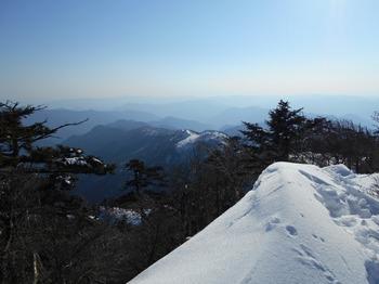 s_DSCN0800_釈迦ヶ岳-登ってきた尾根.JPG