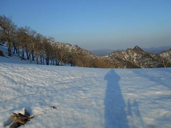 s_DSCN0807_釈迦ヶ岳-下山時振り返る.JPG