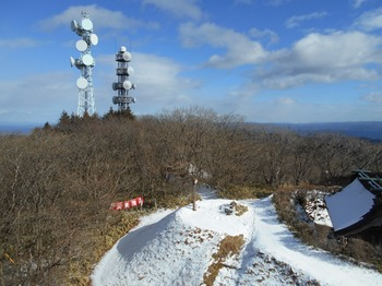s_DSCN1488-山頂と八溝嶺神社の建物屋根.JPG